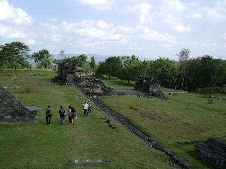 situs ini dapat juga dikatakan sebagai candi atau istana karena kompleks situs ratu boko ini dahulunya adalah sebuah istana kerajaan diatas bukit setinggi 200m diatas muka laut dan dalam wilayah sistem pegunungan seribu atau gunungkidul yogyakarta.