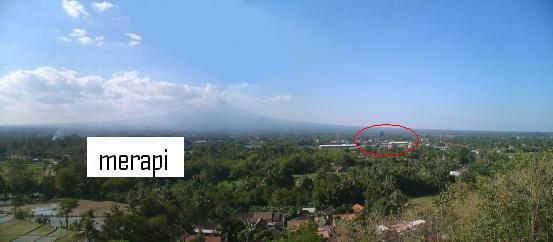 dari atas bukit ini kita bisa memandang dikejauhan candi Prambanan dengan latar belakang gunung merapi.